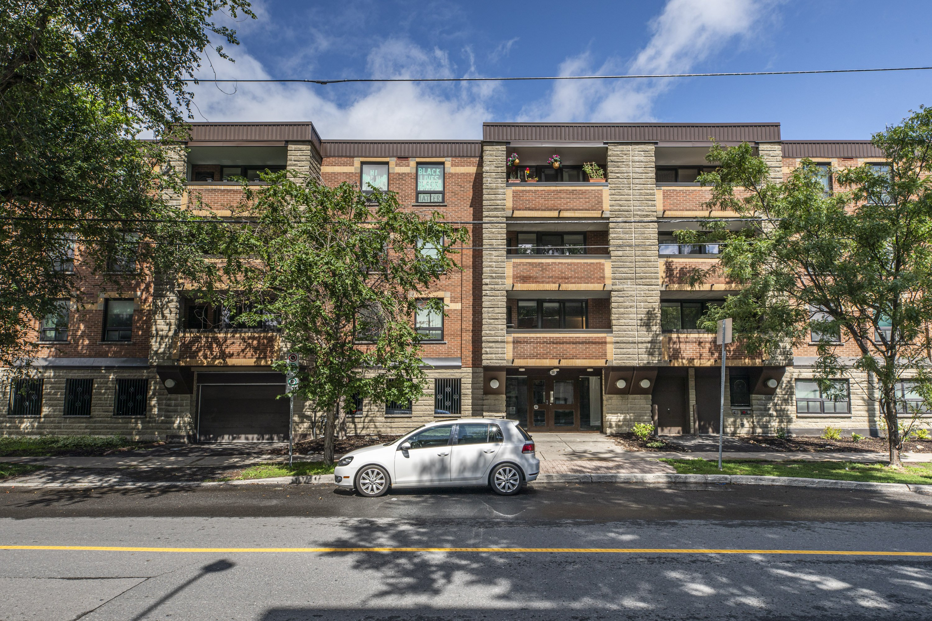 201 Laurier Avenue E, Unit 201